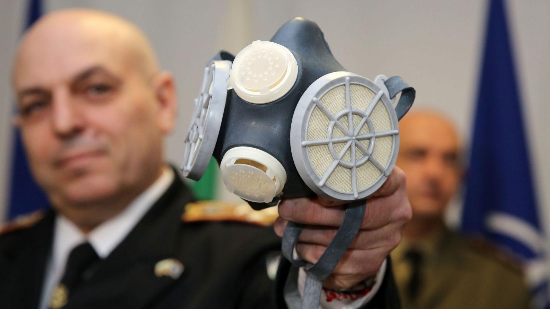 Центърът по отбрана към БАН показа предпазните маски срещу коронавируса