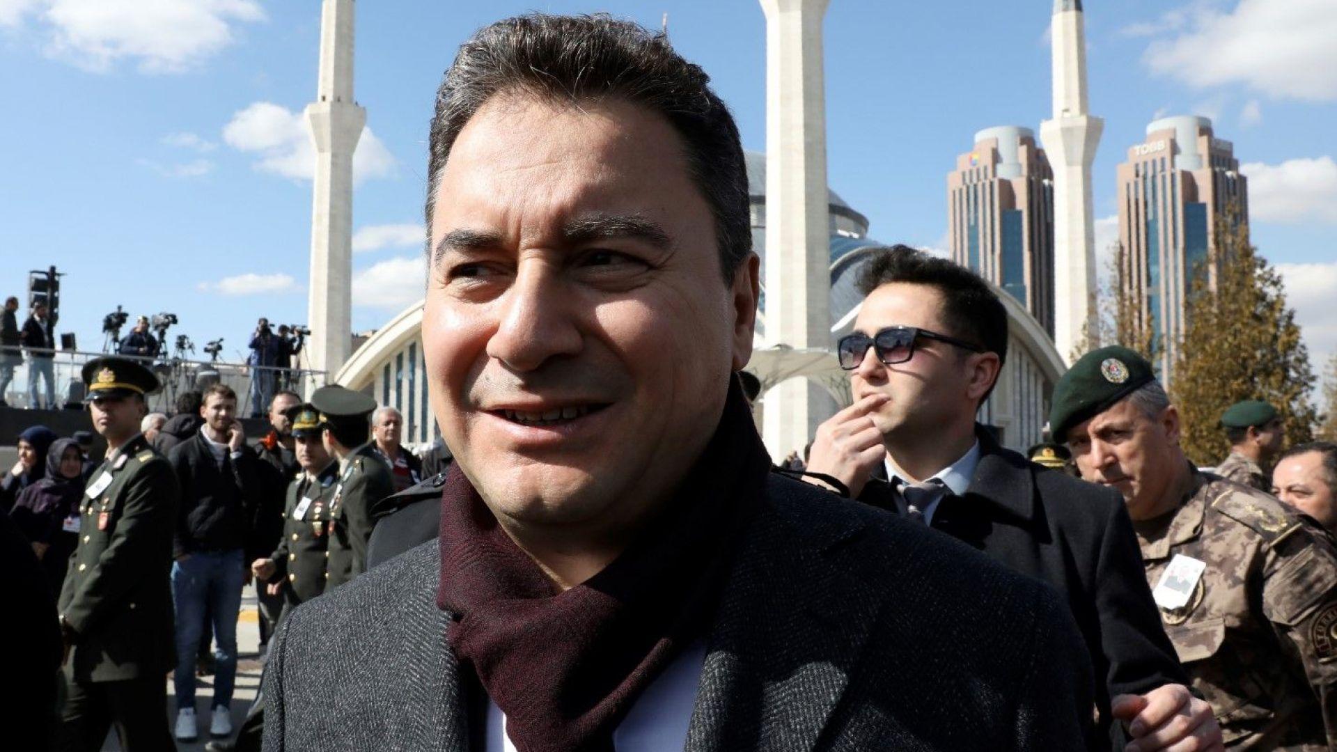 Али Бабаджан представи партията си и атакува Ердоган: Дошъл е часът на демокрацията и на прогреса