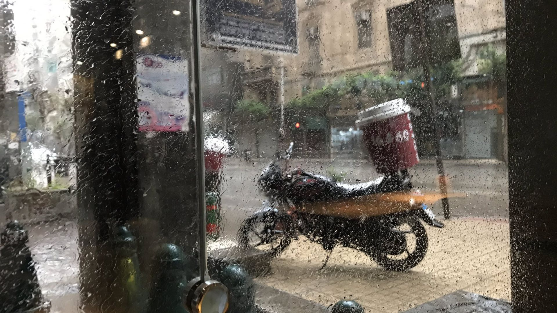 Странен и необичаен циклон носи дъждове и порои в Египет