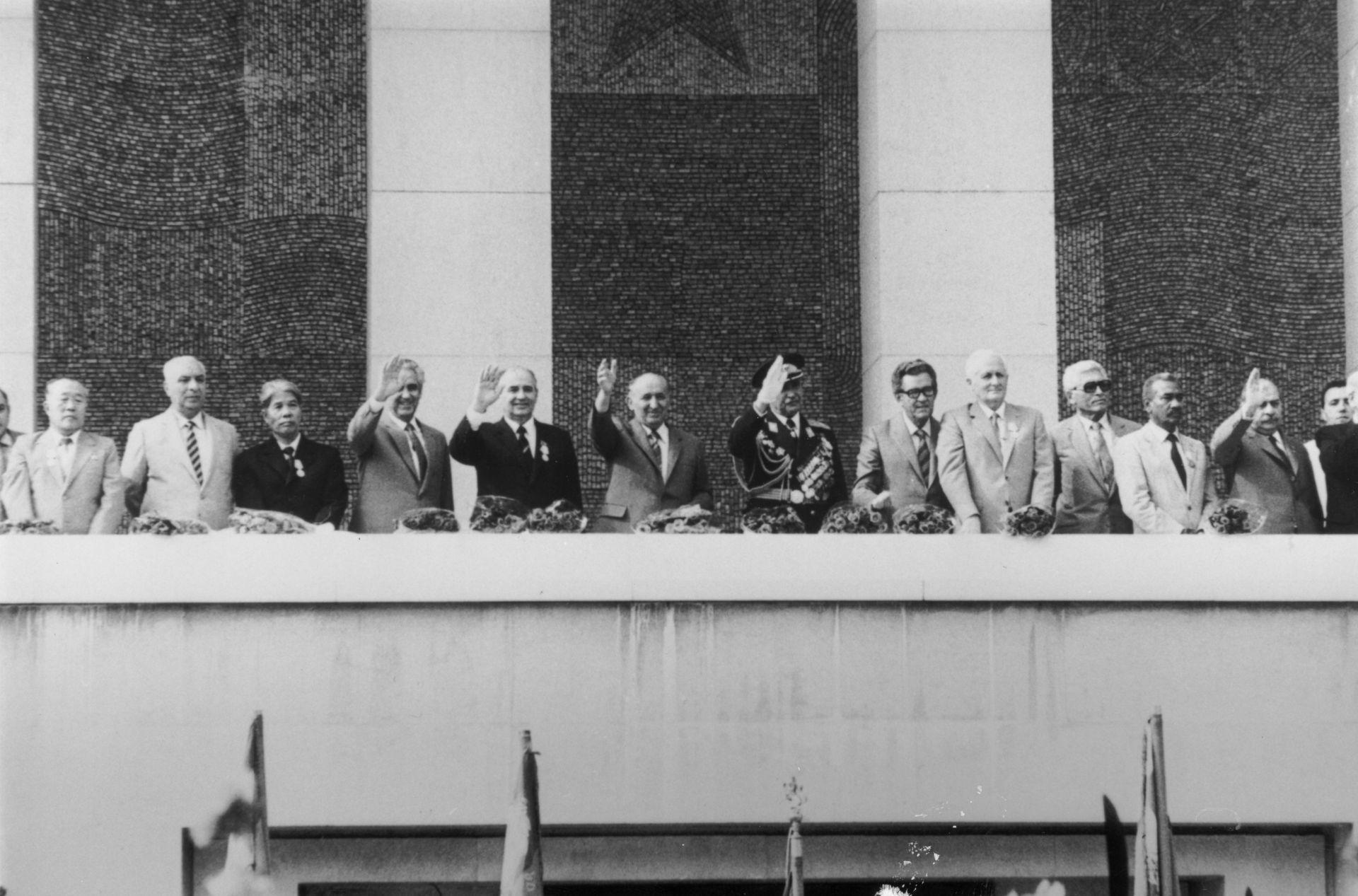 С Тодор Живков, Добри Джуров и други партийни функционери по време са комунистическото управление у нас