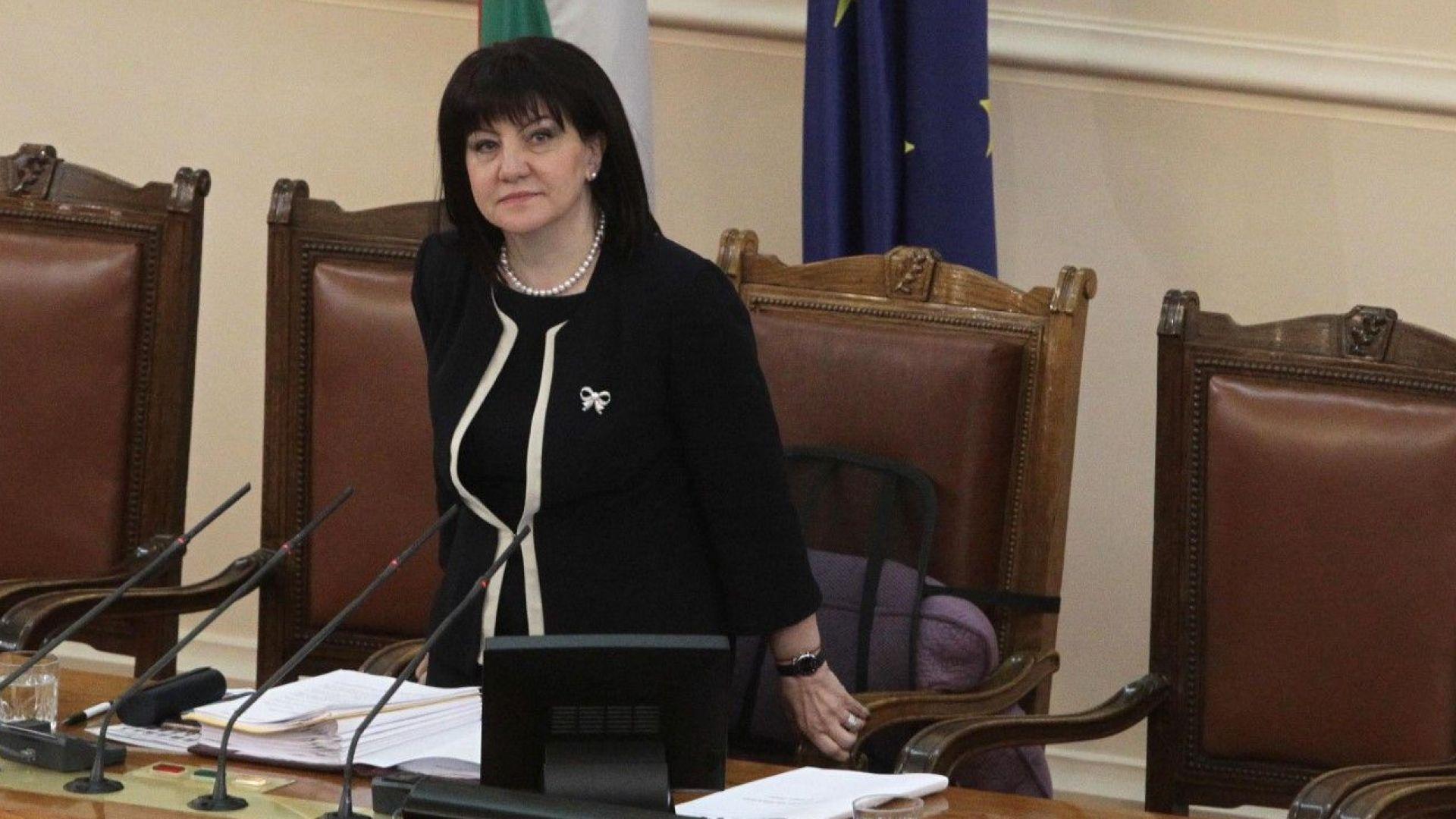 Караянчева: Не е вярно, че депутатите не работят. Мога да ги свикам за 24 ч.