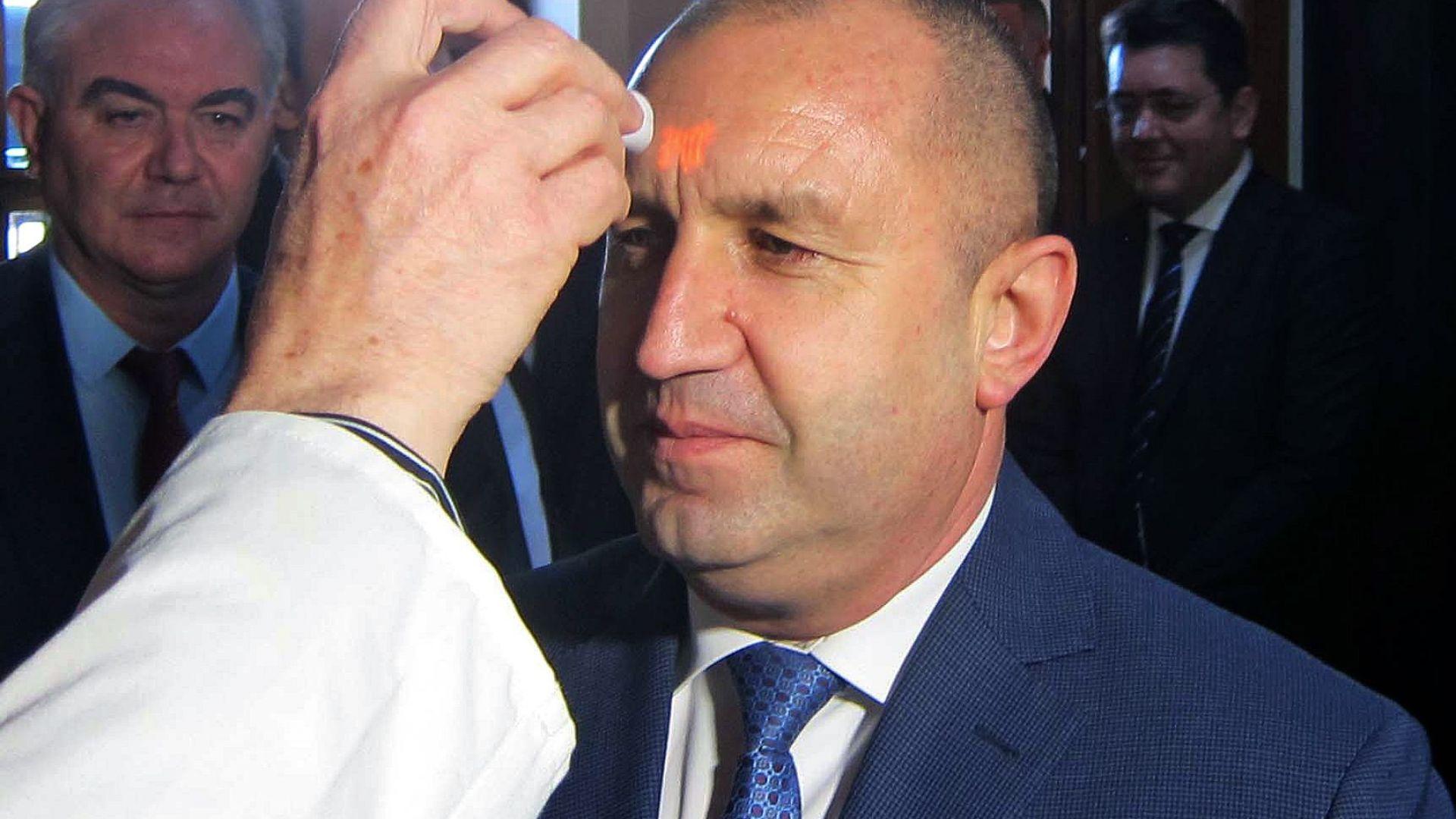 Румен Радев в Плевен: Политиците не трябва да се правят на лекари