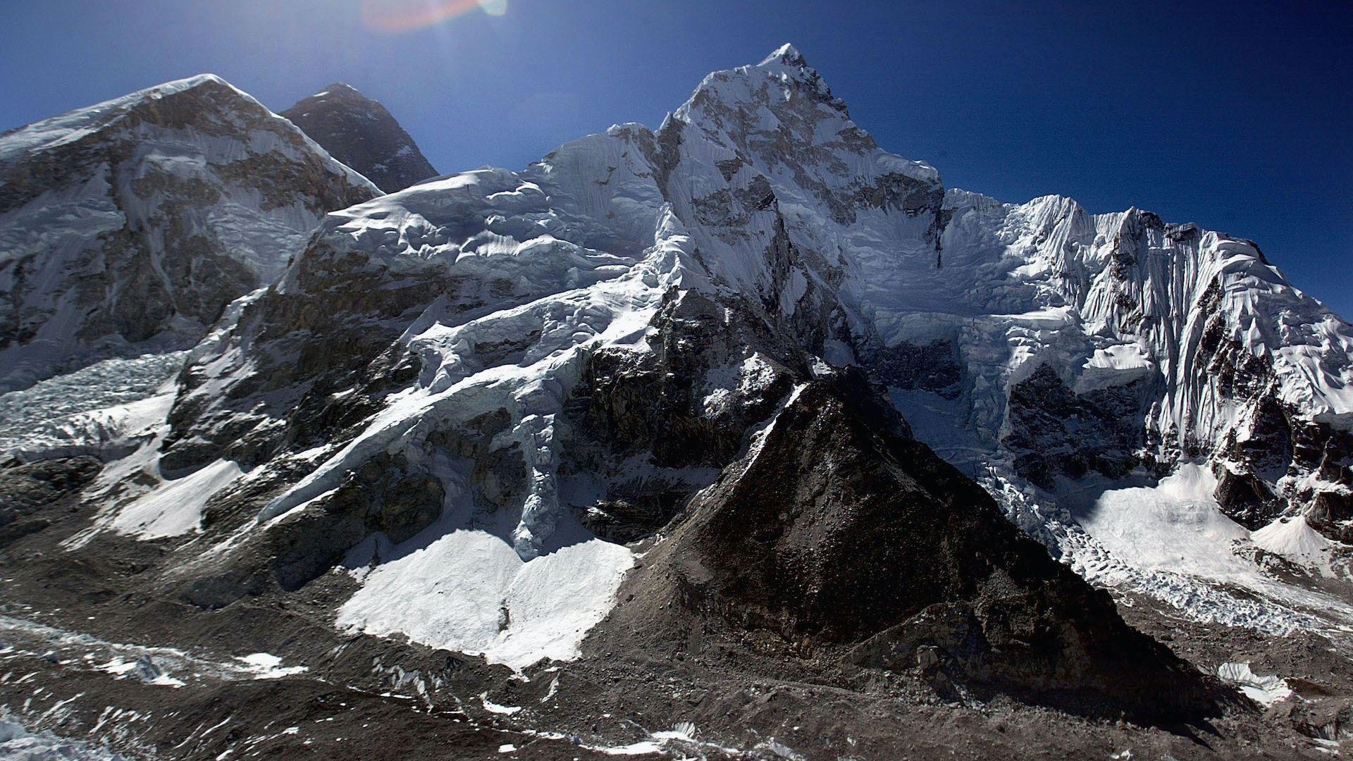Коронавирусът затвори дори и Еверест