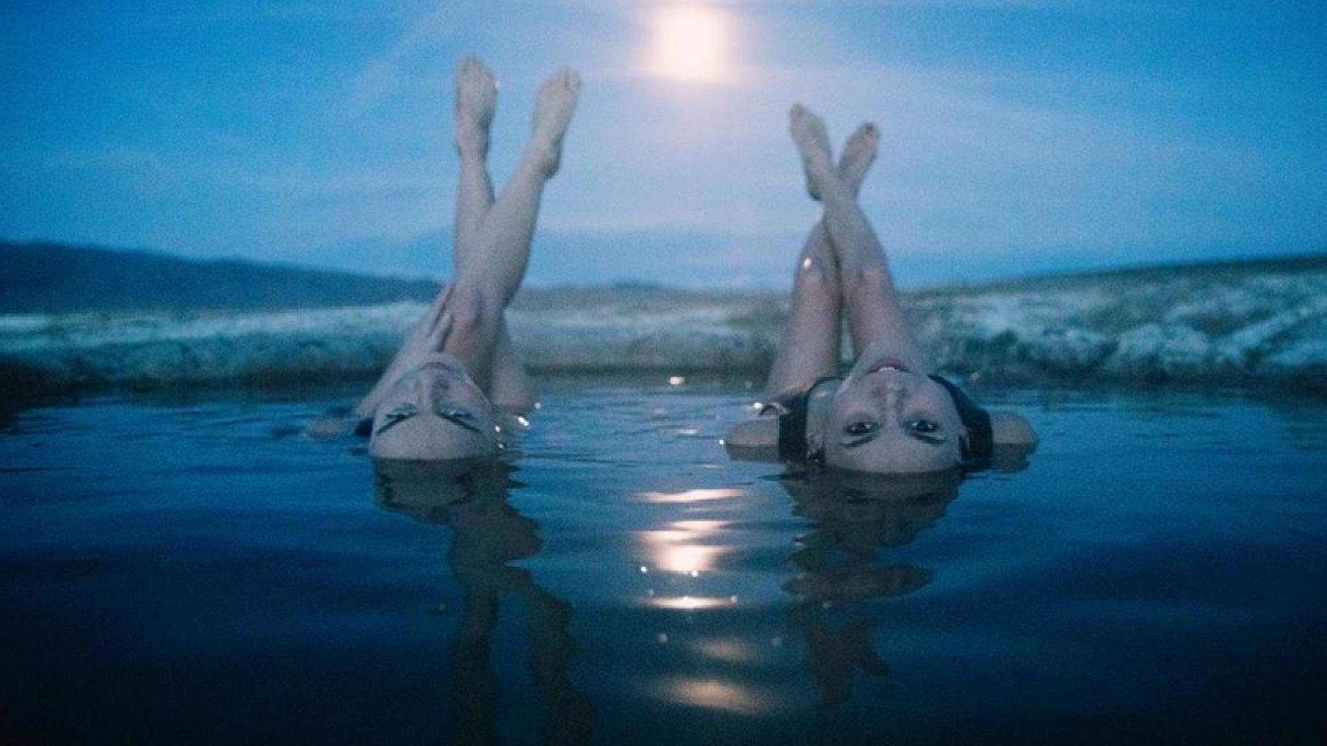Нина Добрев като русалка в горещите извори по пълнолуние