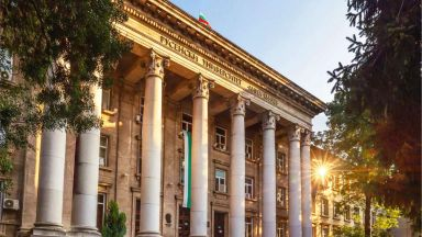 Русенският университет минава на онлайн обучение
