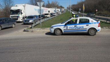 Правят временен паркинг за ТИР-ове на Дунав мост