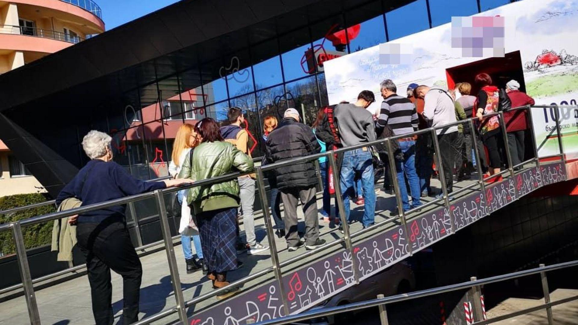 Сутрешен коридор за възрастни в магазините, 500 легла в Арена Армеец и 2000 гащеризона до 30 март