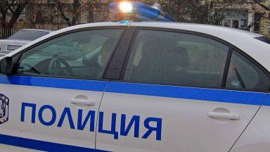 Автомобил на НСО се удари в тролей в центъра на София