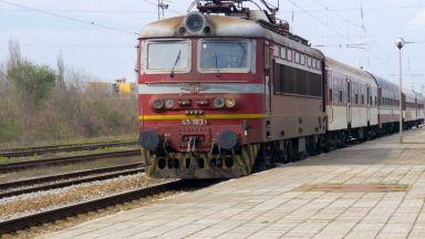 Росен Желязков: Товарният транспорт работи на максимум, пътническият е замръзнал