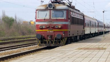 Влак блъсна велосипедист, пресичащ линията край гарата в Ямбол, вместо да мине през подлеза