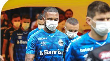 Протест в Бразилия - Отбор излезе с маски, иска спиране на футбола