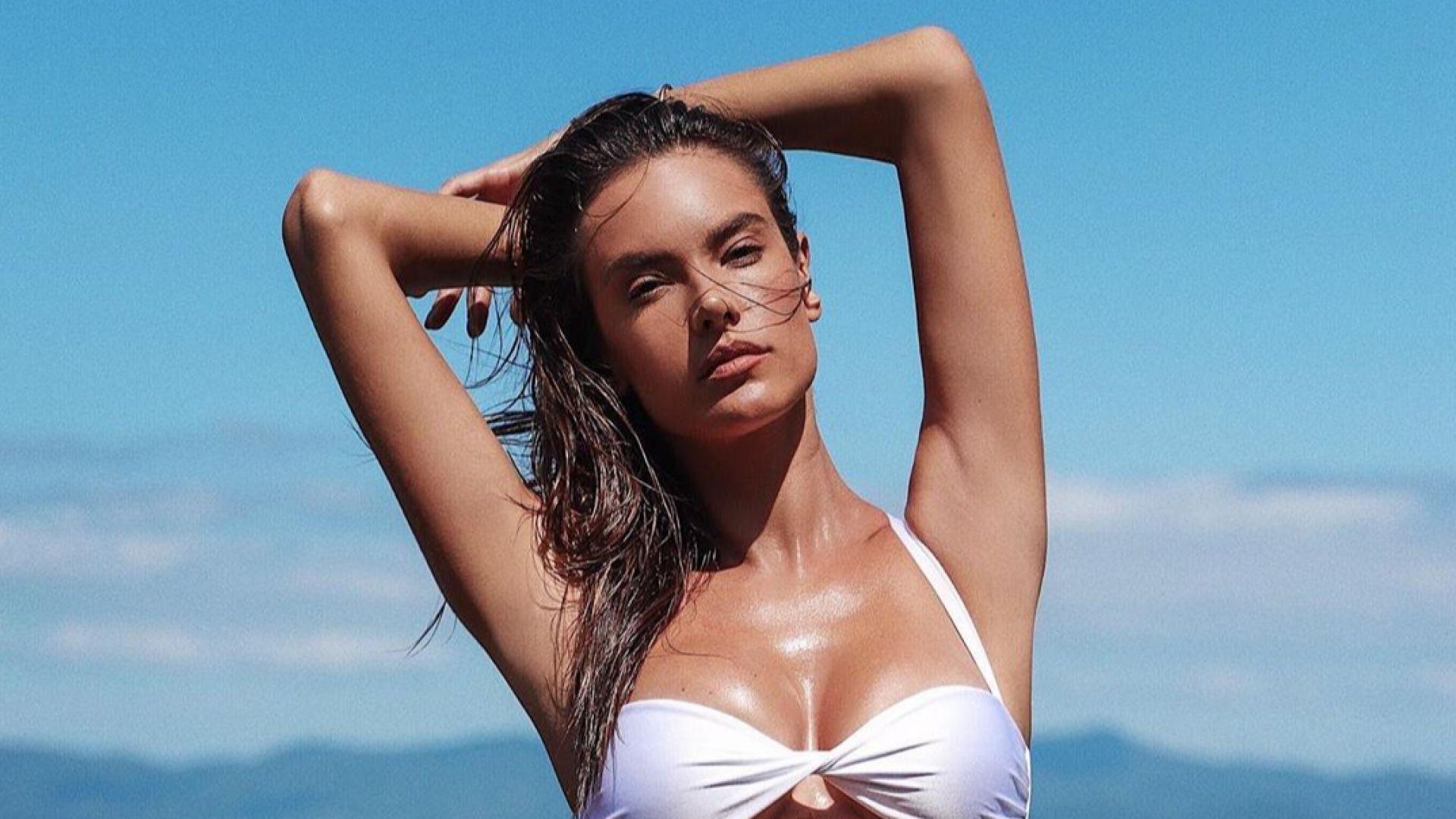 Сексапилната Алесандра Амброзио с горещи снимки по бански от Бразилия