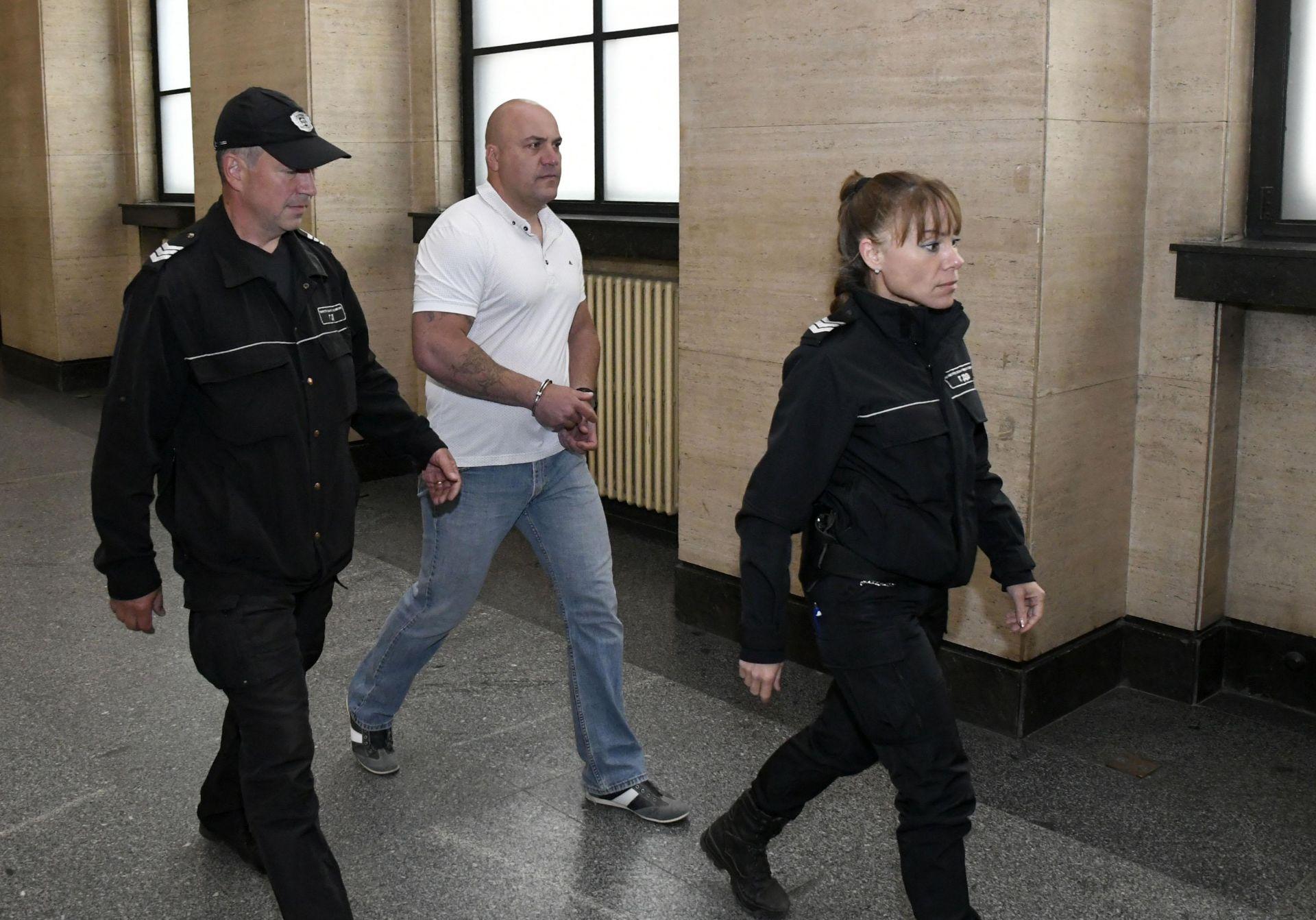 38-годишният мъж, който излежаваше присъда от 15 г. лишаване от свобода, беше преместен от затвора в Бургас в София на 15 ноември 2018 г., защото приятелката му живее в столицата.