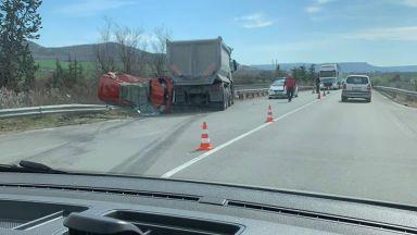 Тежка катастрофа: Камион смаза кола край Девня, има загинали
