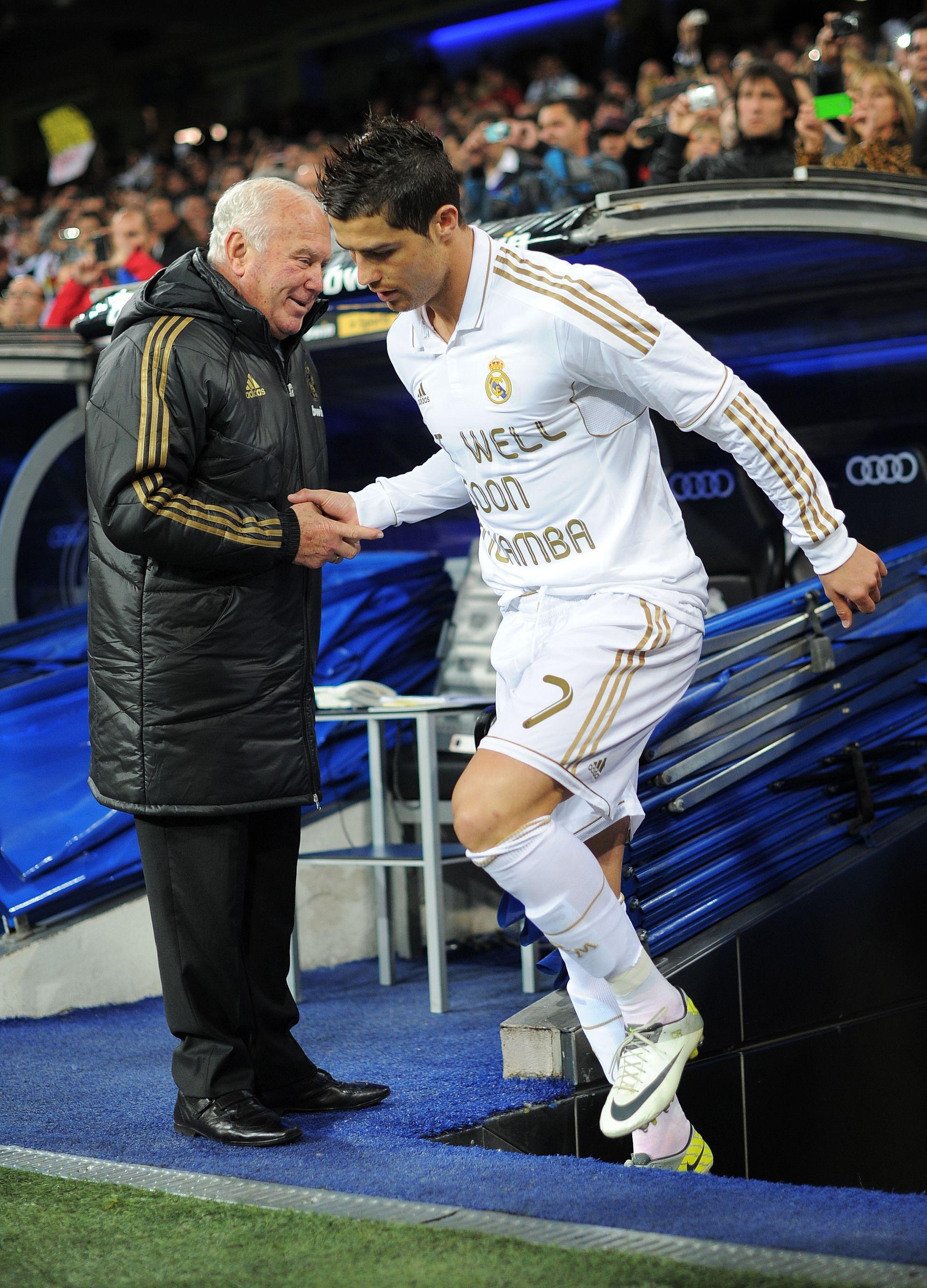 Кристиано Роналдо излезе в подкрепа на Муамба часове след инцидента в мача на неговия Реал