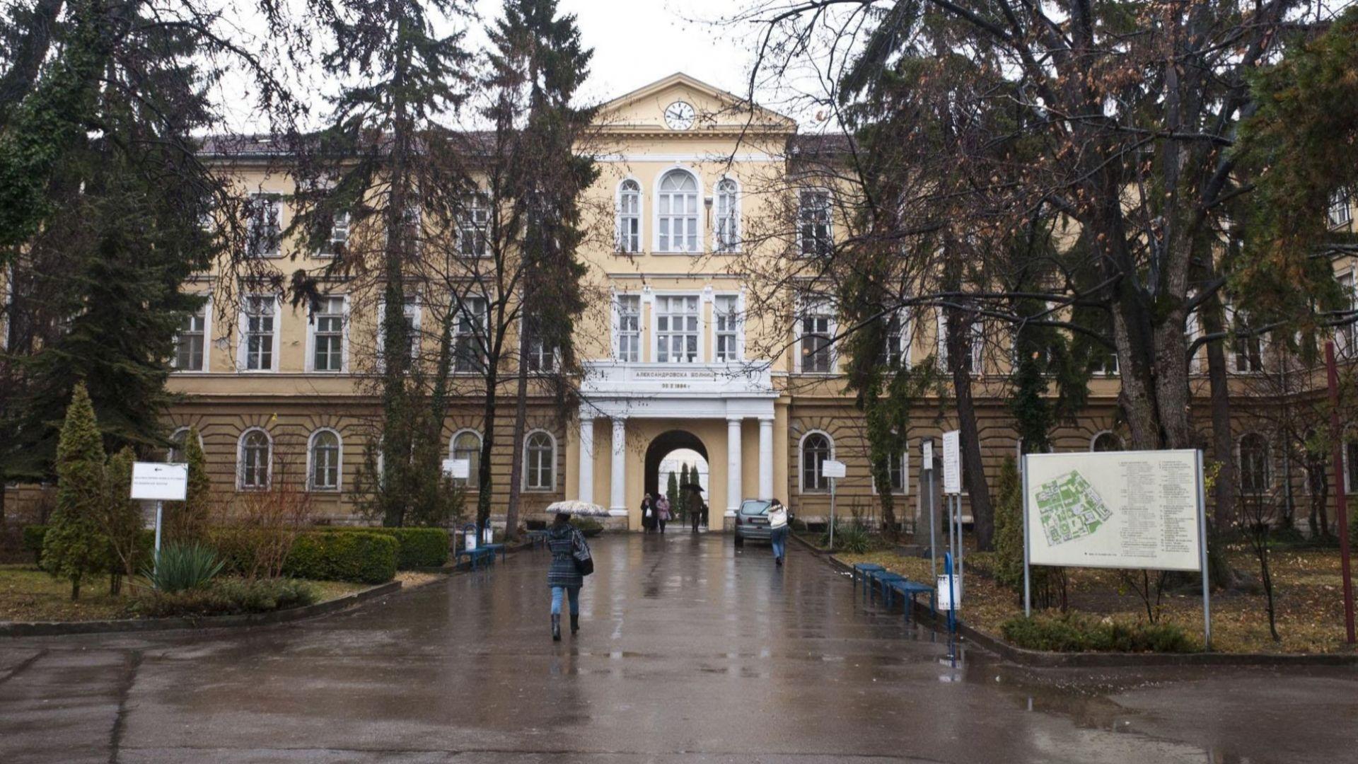 Клиниката по трансплантации в Александровска болница става COVID отделение, пациенти на протест