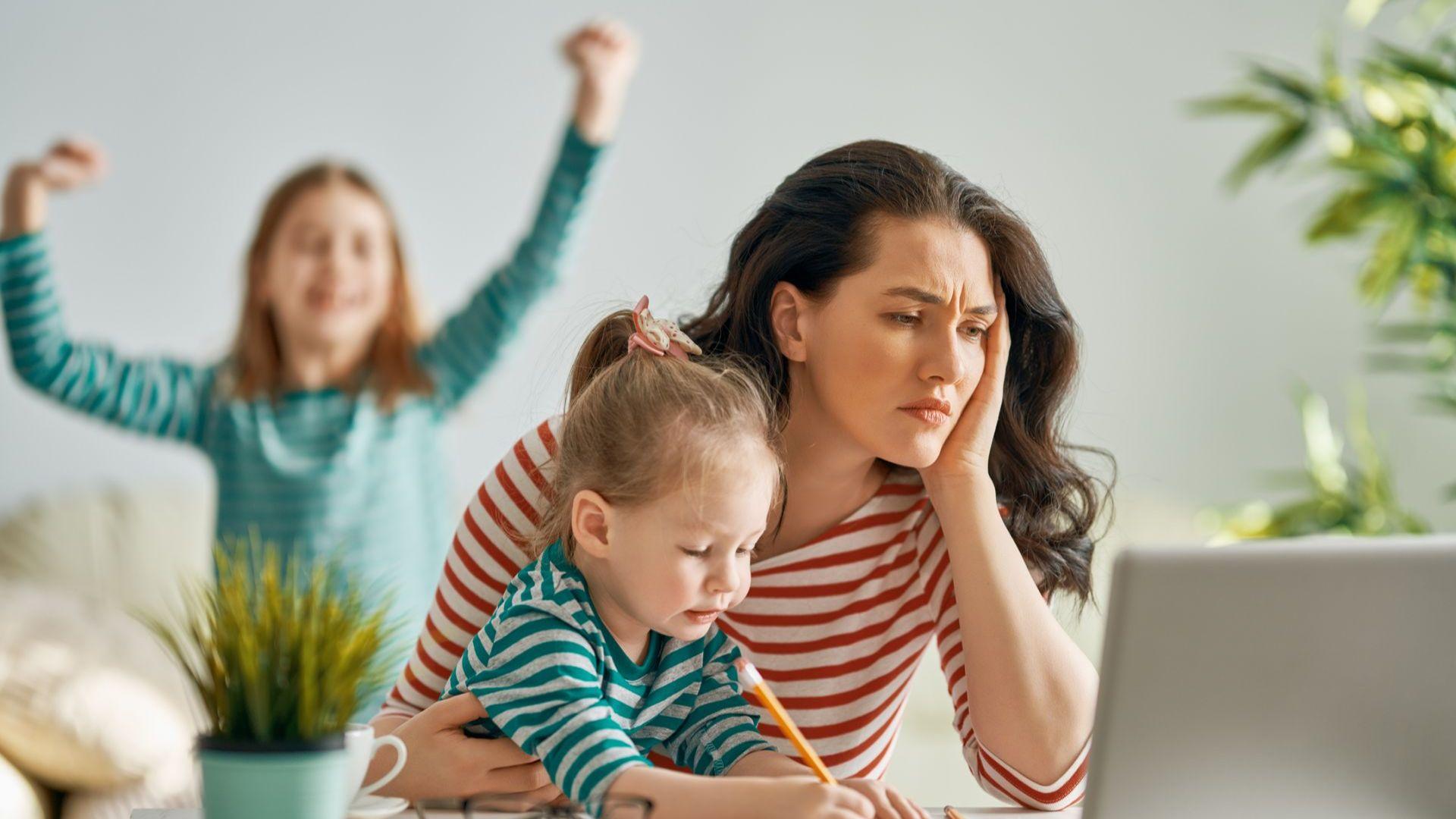 Уроци от хоумофиса: Как да направим работата от вкъщи едновременно ефективна и приятна докато водим спор с детето къде живеят Марсианците?