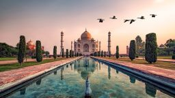 Затварят Тадж Махал, след като обявиха за трети починал от коронавируса в Индия