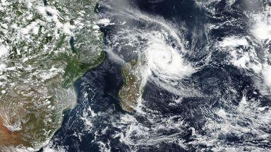 Тропическият циклон Елоиз отслабна до степен на депресия
