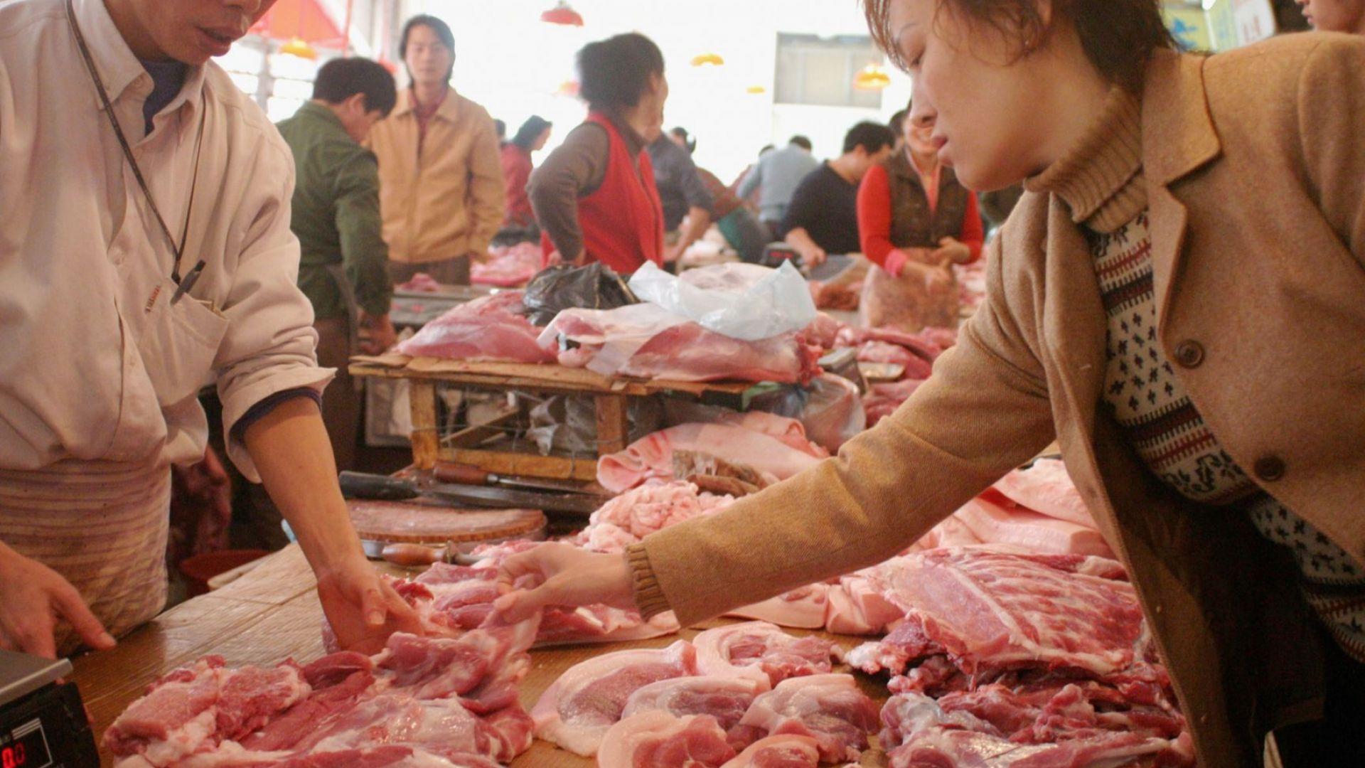 Който пусне на пазара храни от животински произход, за които