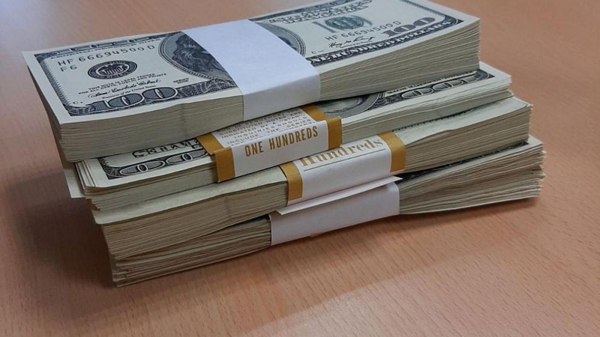 Синът на починал беден египтянин припадна, когато откри над $1,4 млн. във влог