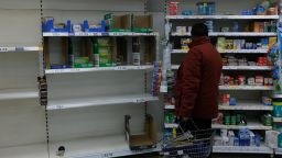 Паниката доведе до лимити за стоки в британските магазини