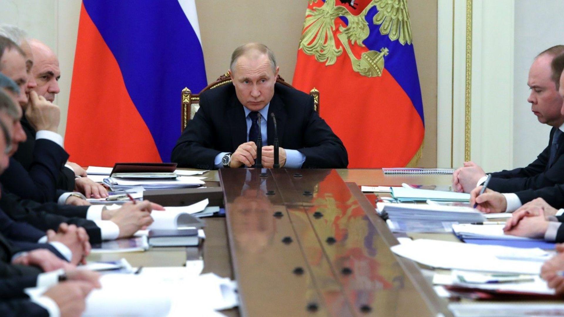 Путин нареди да се тества готовността на армията за борба с коронавируса