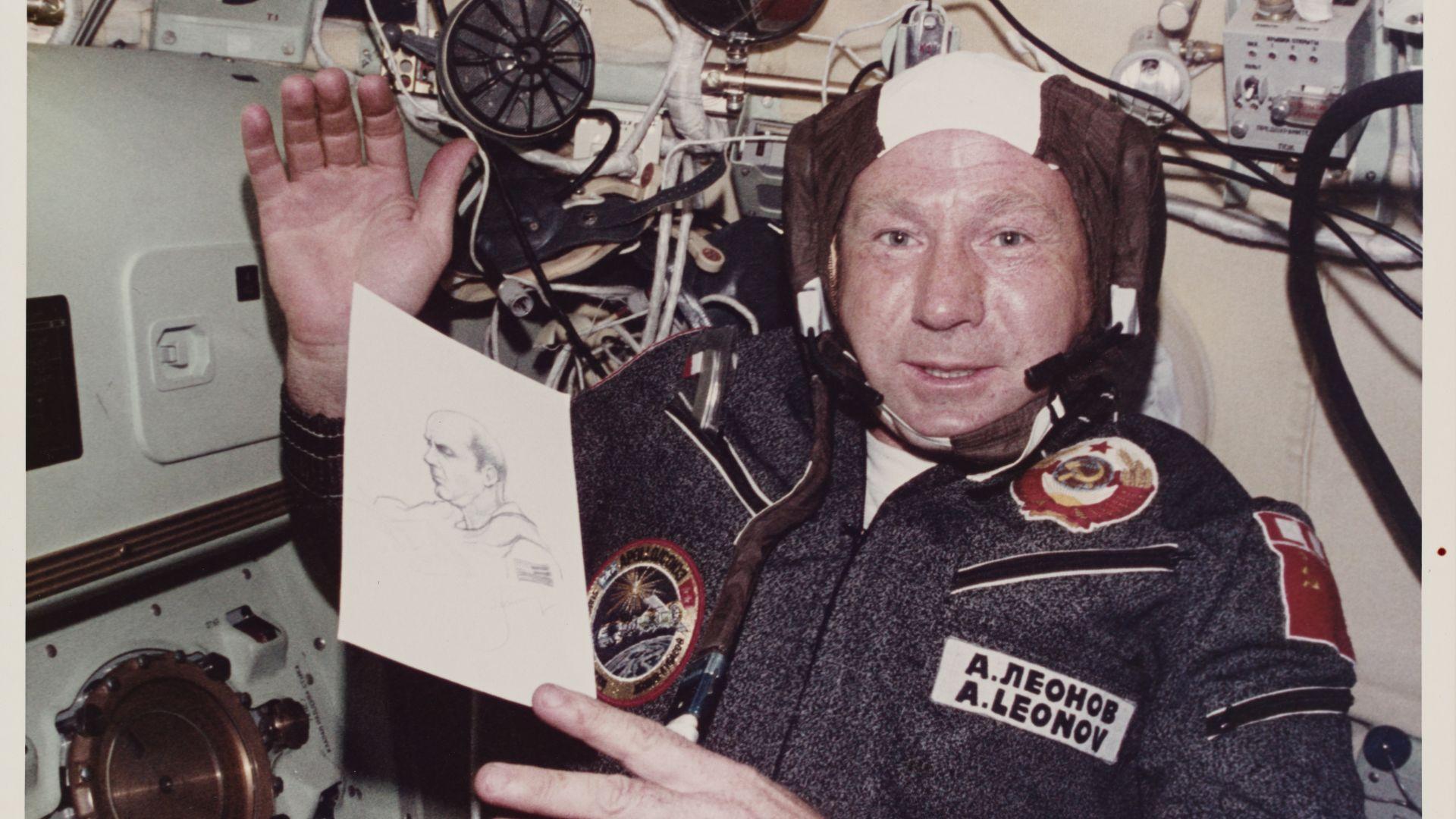 Разсекретиха документи от първото излизане на човек в открития космос  (снимки и видео)