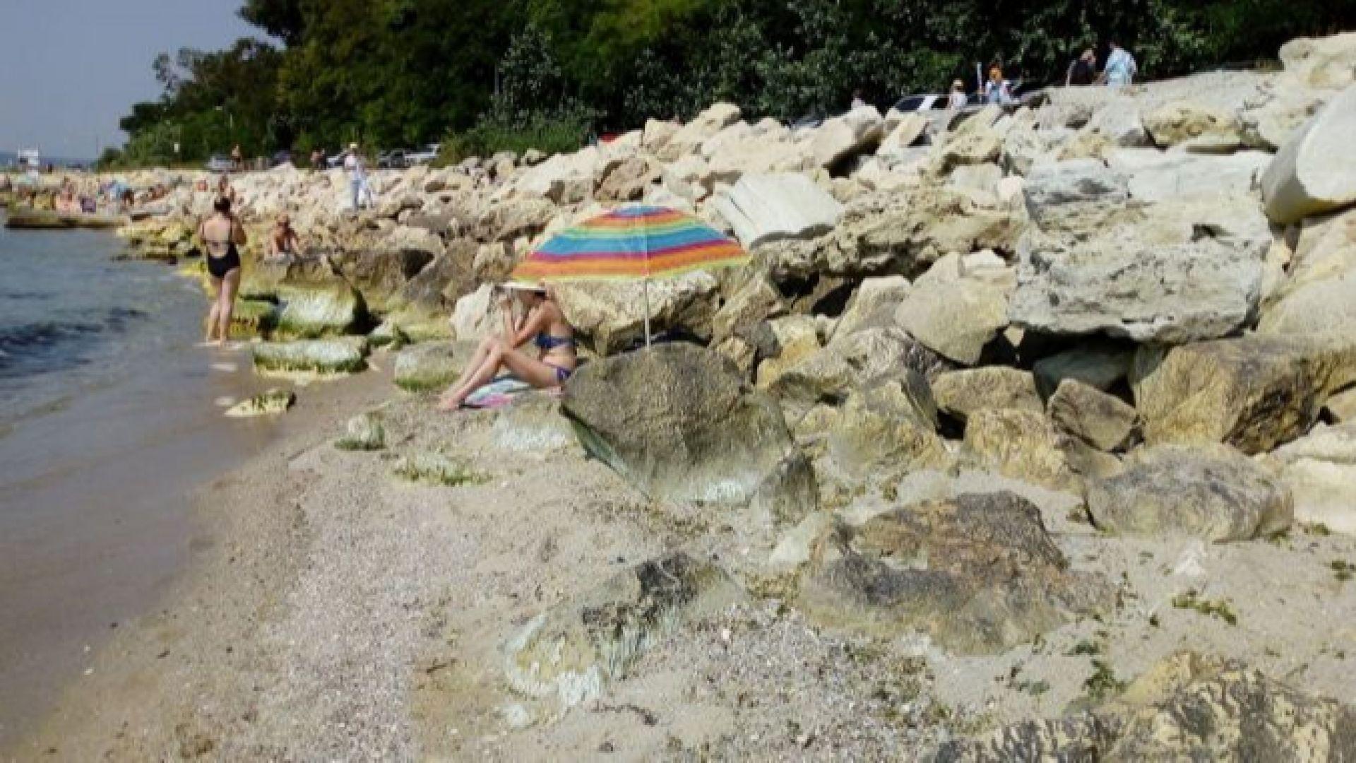 Търсят се стопани за два варненски плажа