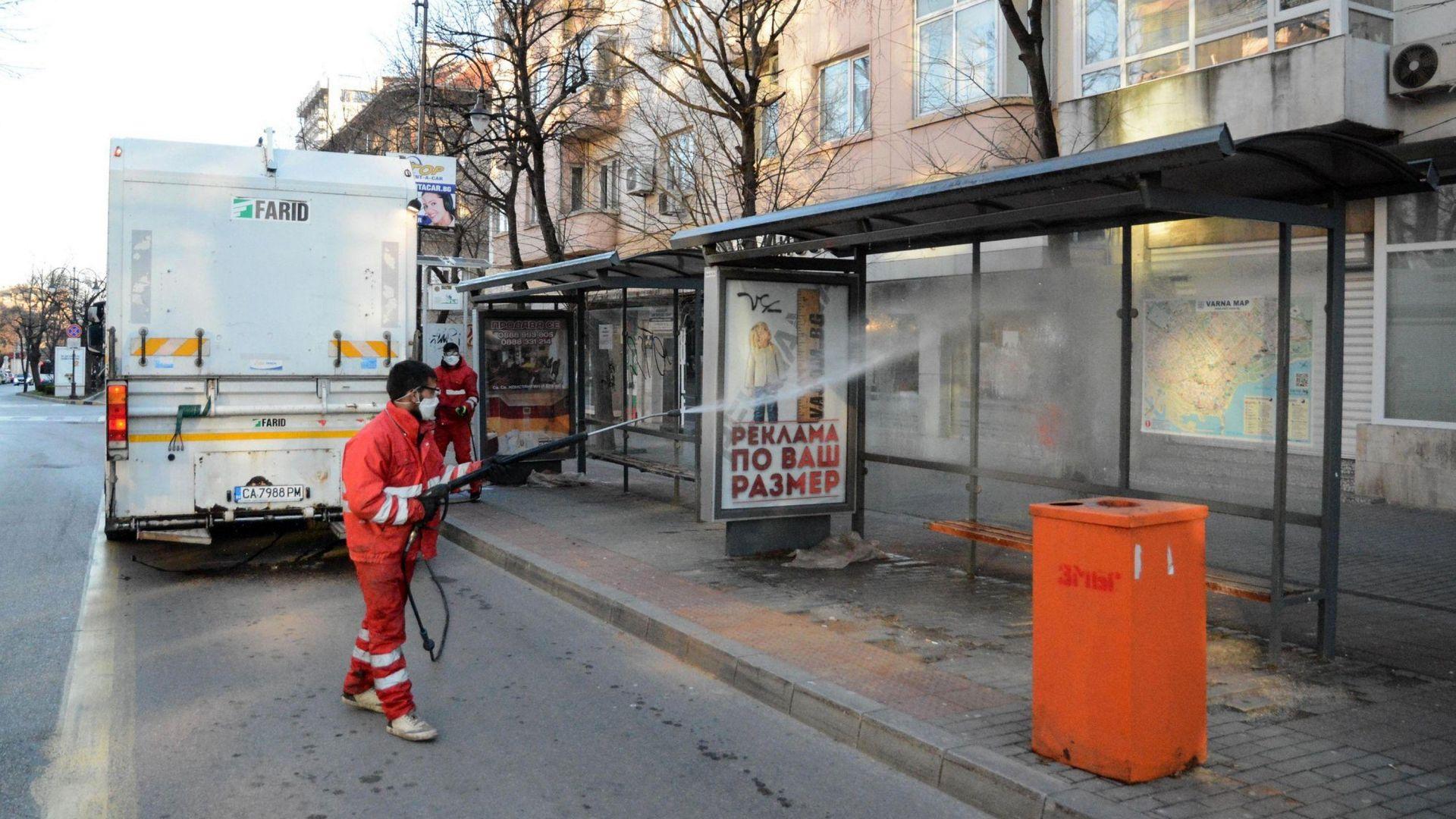 Трима нарушители при 127 проверени под карантина във Варна за ден