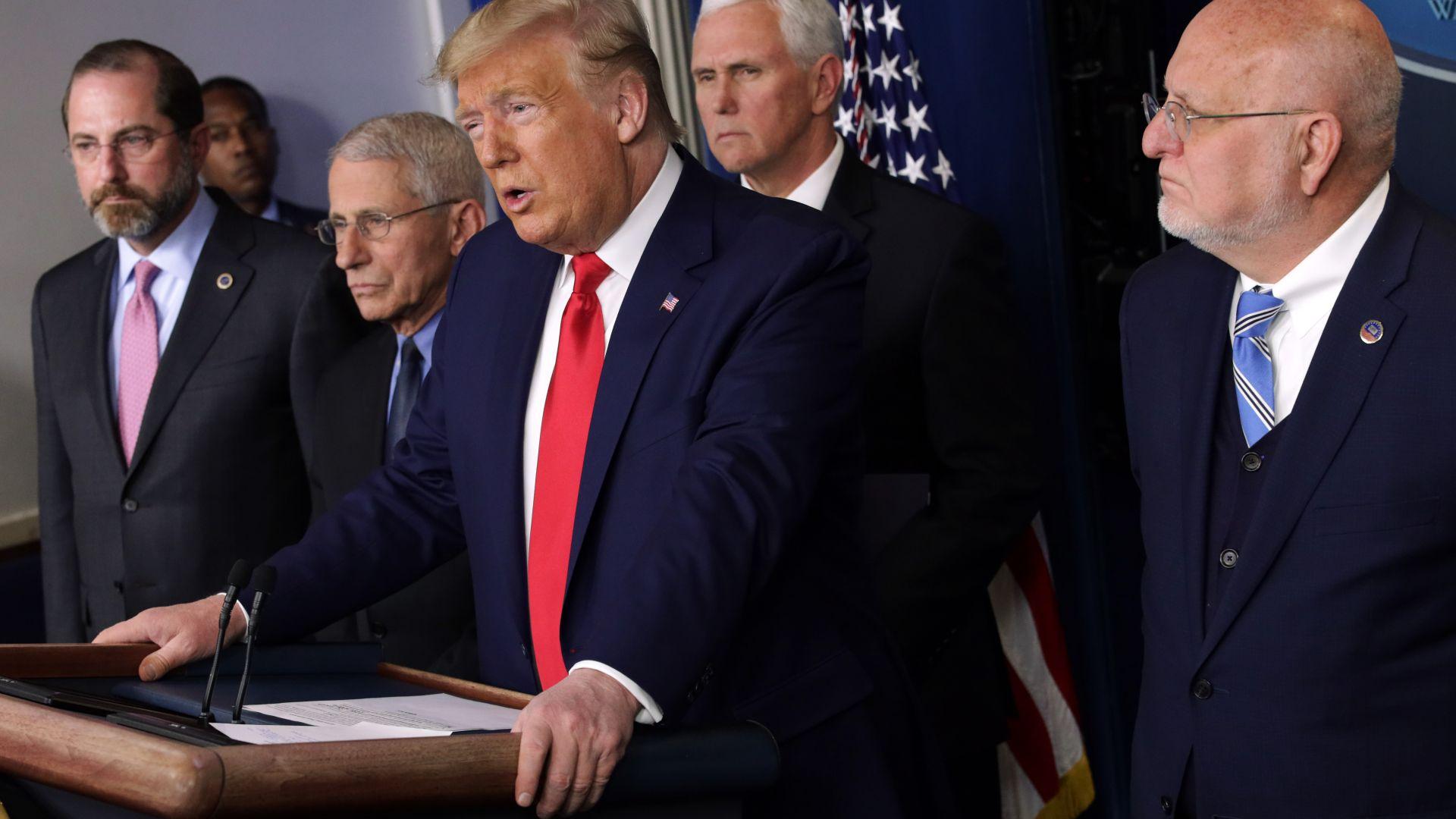 САЩ отпуснаха 2,2 трилиона долара за икономиката, Пентагонът спря за 60 дни движението на войски