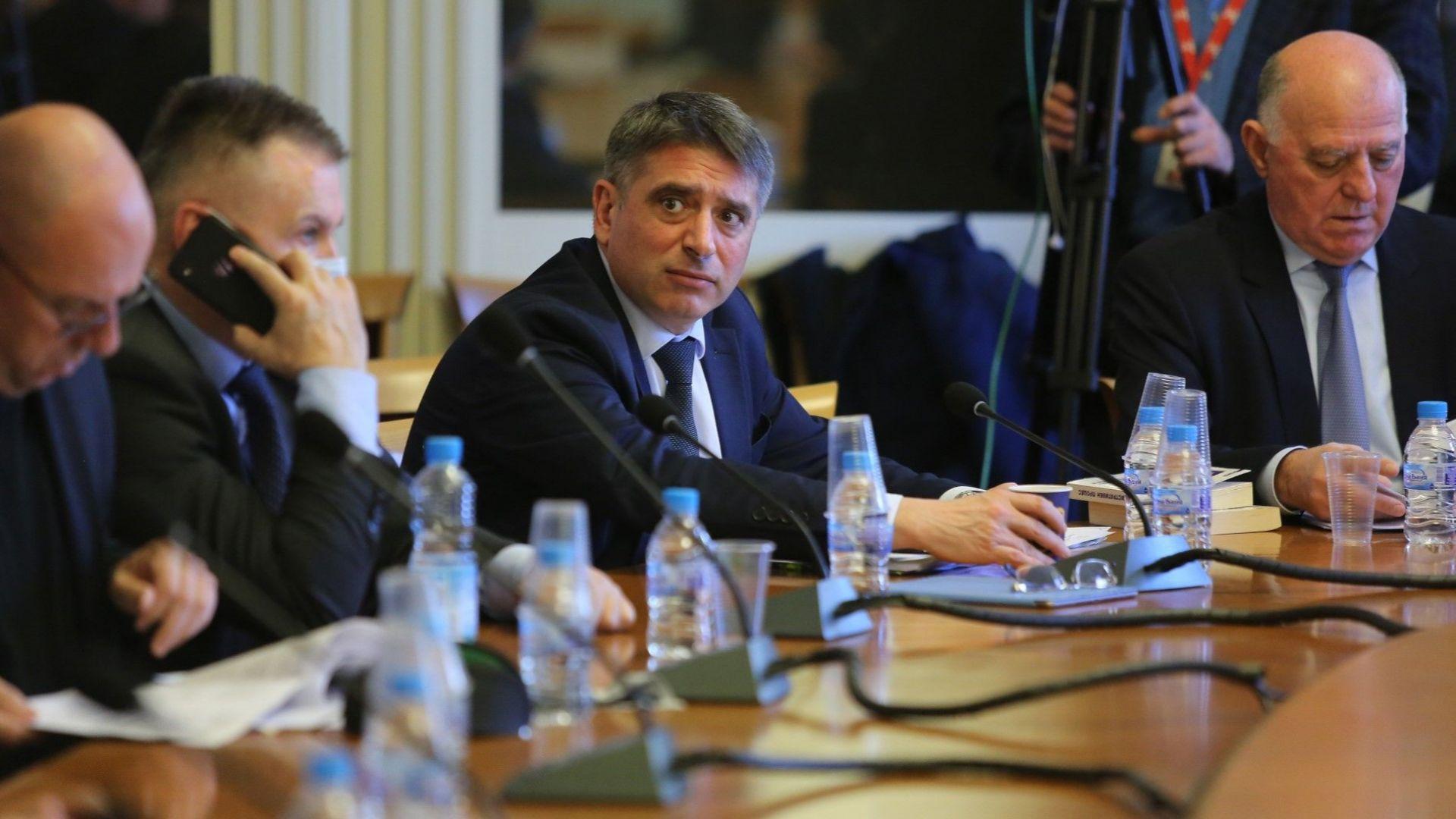 Правната комисия прие на второ четене закона за мерките при извънредно положение