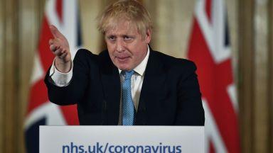 Борис Джонсън даде на вируса 12 седмици