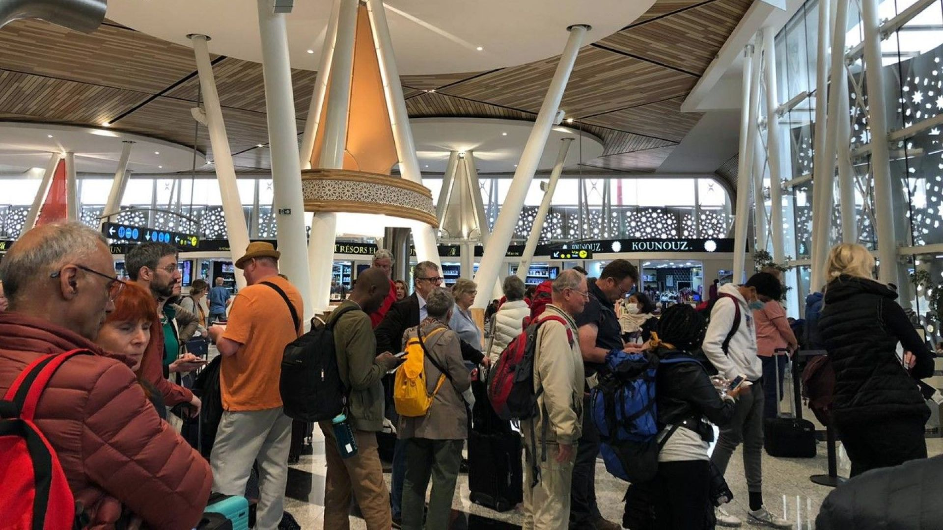 Осем български граждани се завръщат от Мароко и Тенерифе