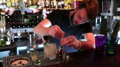"""В Москва баровете работят и един предлага коктейл """"коронавирус"""""""