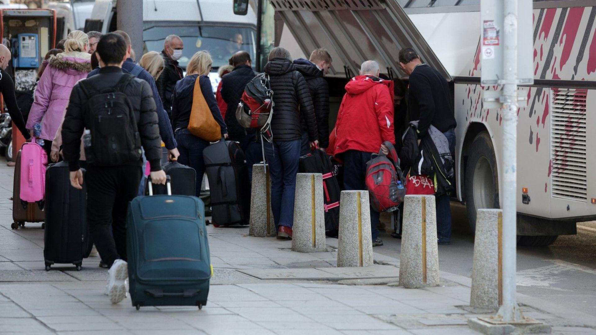 Бизнесмени предлагат карантинни лагери за пристигащите от чужбина