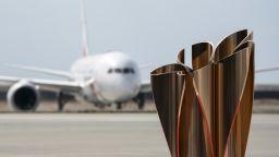 Олимпийският огън пристигна в Япония със специален самолет и церемония (галерия)