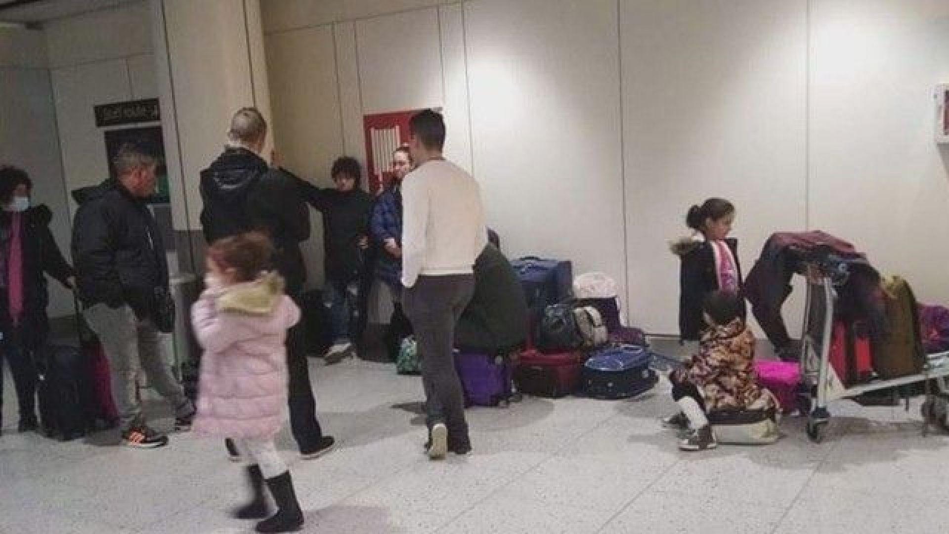 Продължават неволите на български граждани в опитите им да се