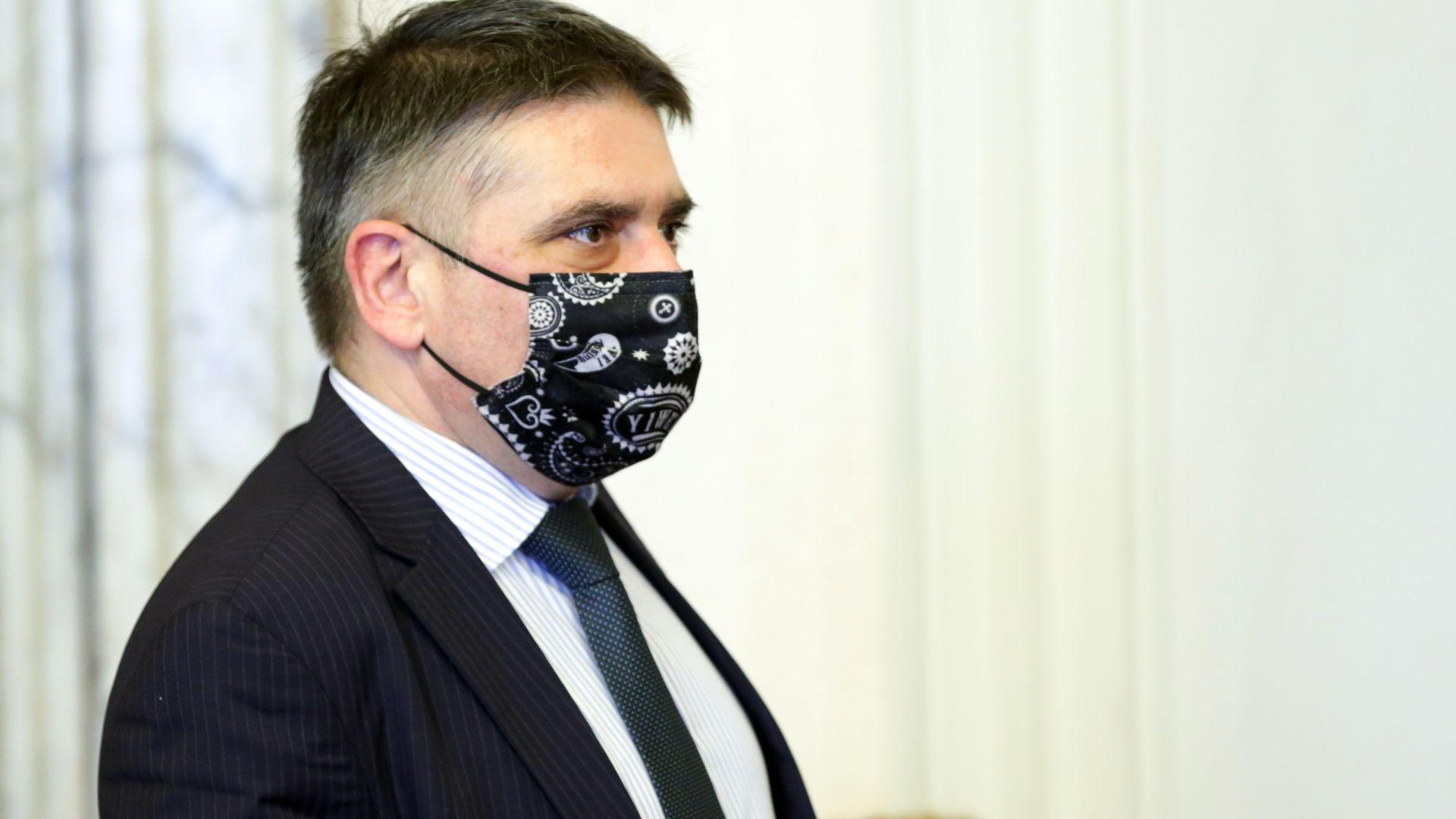 Данаил Кирилов: Няма да подавам оставка, след час може да има друга причина