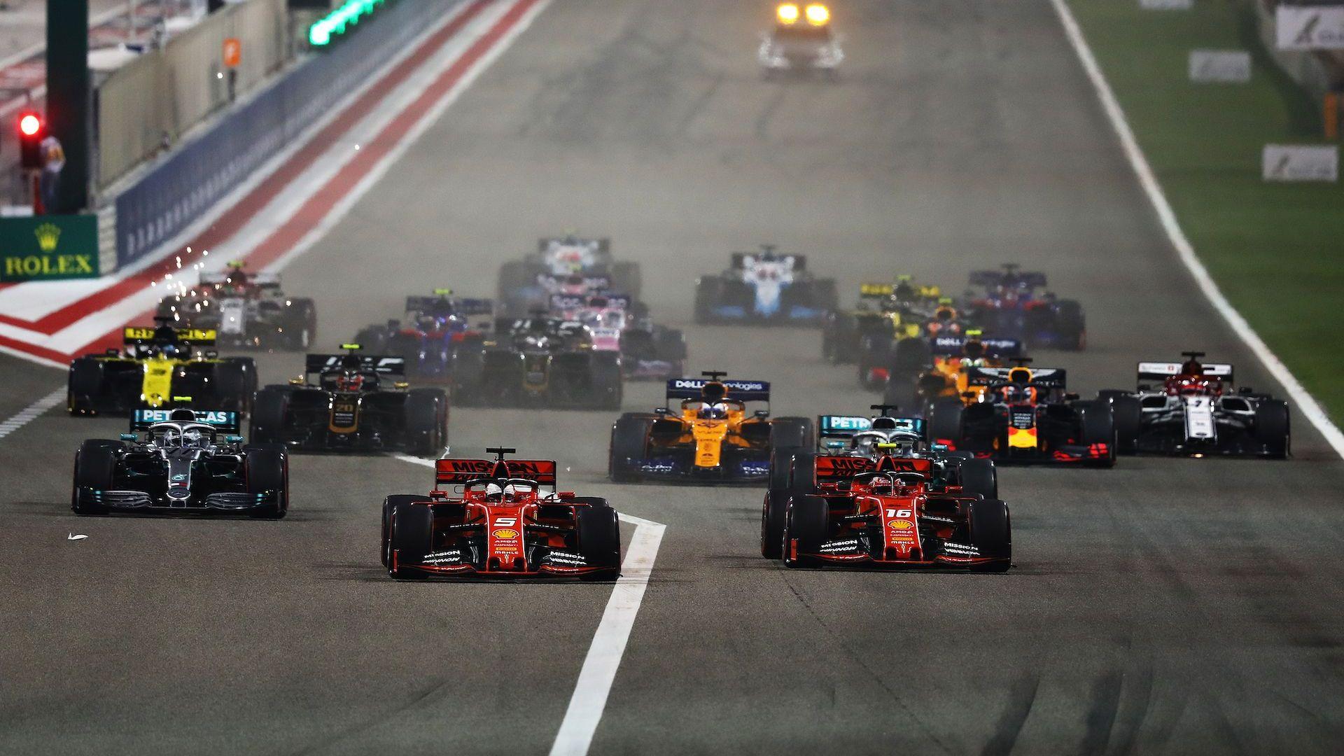 Сезонът във Формула 1 започна с виртуална победа за Рено