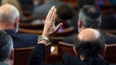"""""""Абсолютен популист съм"""": Премиерът поиска замразяване на депутатските заплати"""