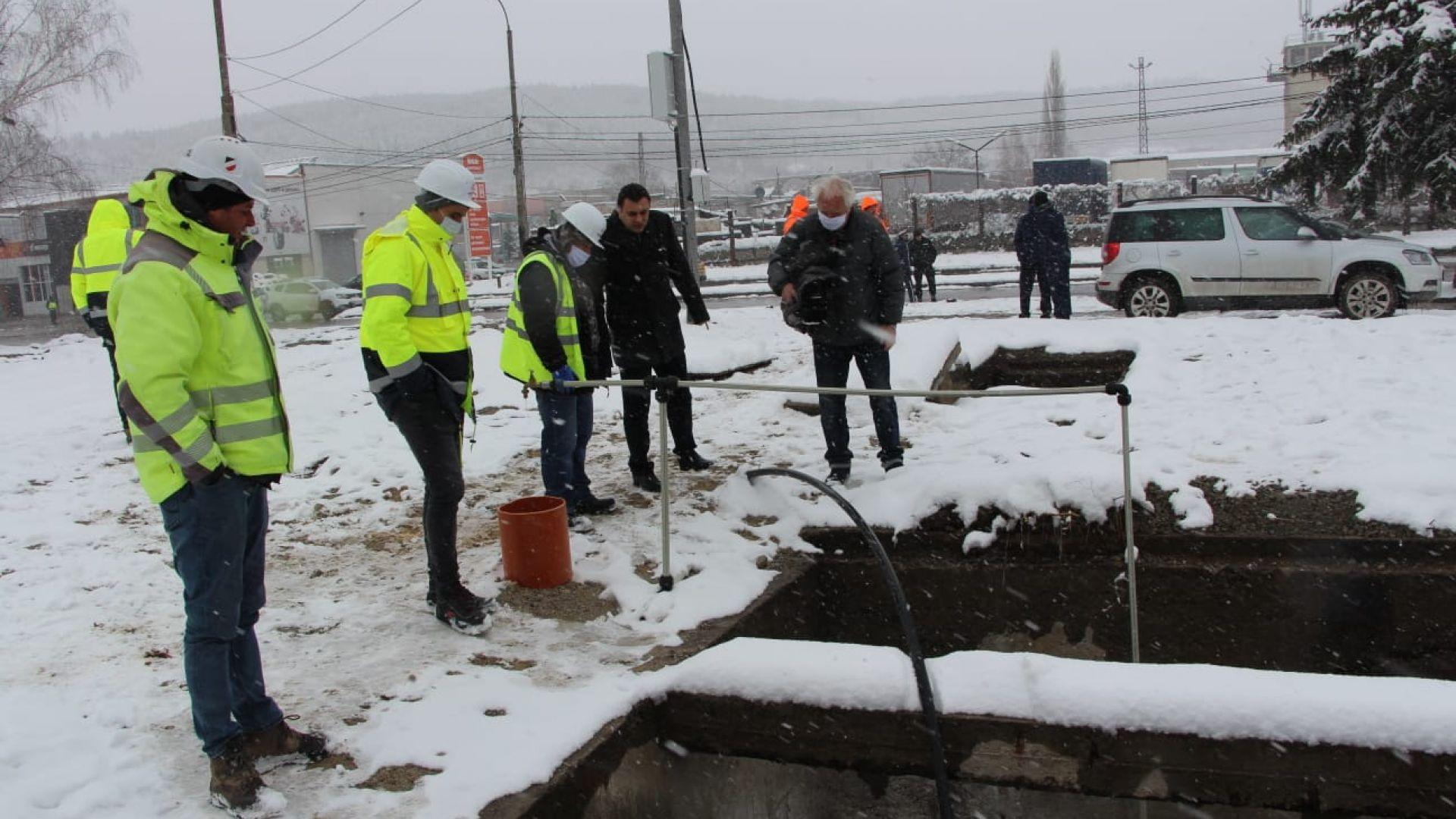 Водопроводната мрежа на Перник вече е свързана с аварийното снабдяване