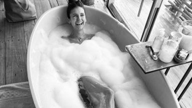 Нина Добрев гола във ваната: Да се изкъпеш или не? Това е въпросът
