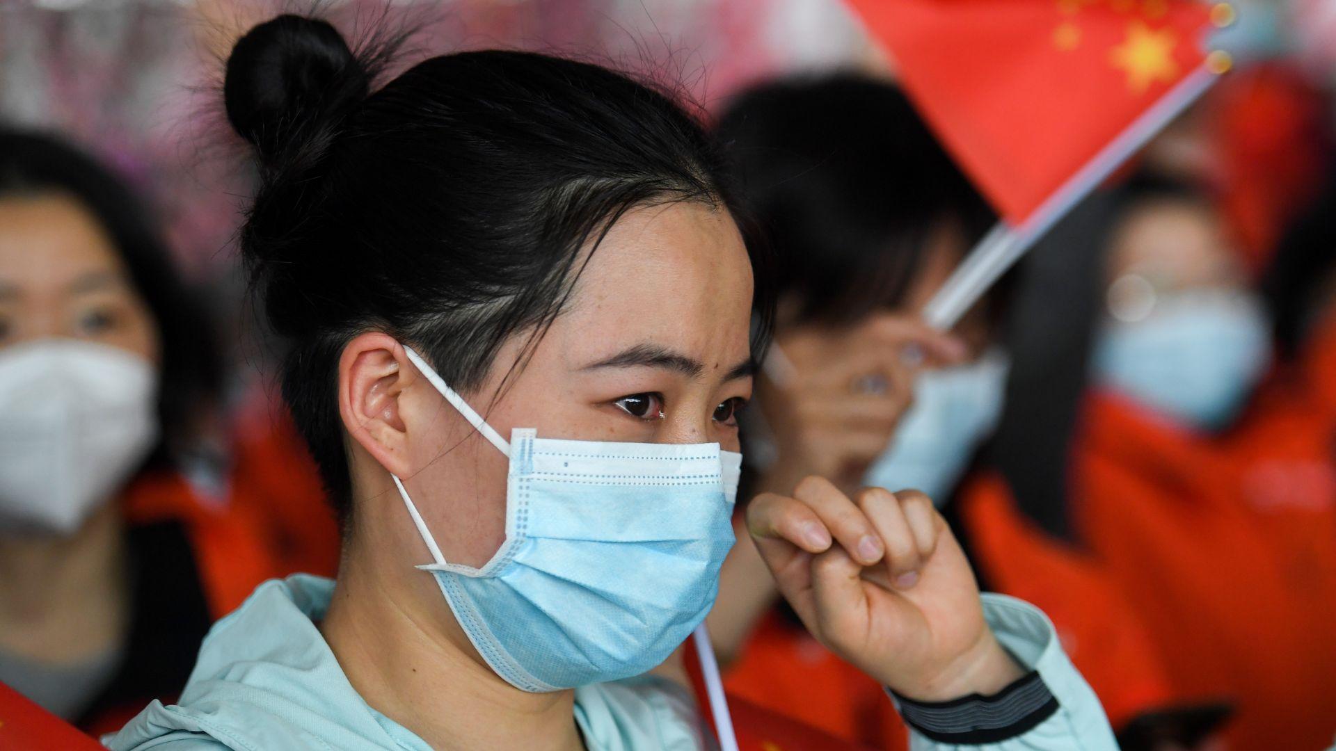 Нов вид вирус уби китаец, Пекин вдига забраната за придвижване в Хубей