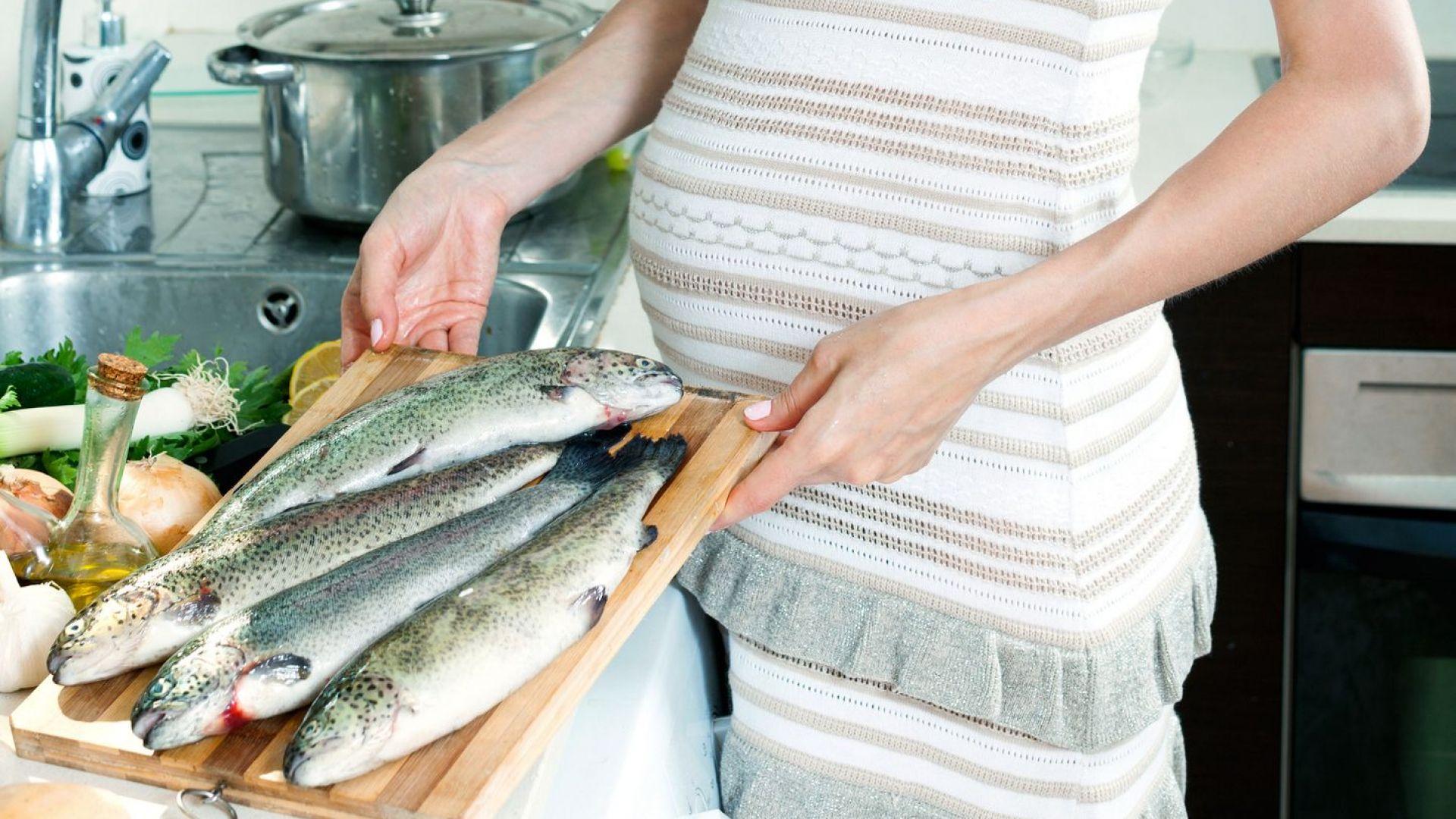 Умерената консумация на риба по време на бременността е полезна за бебето