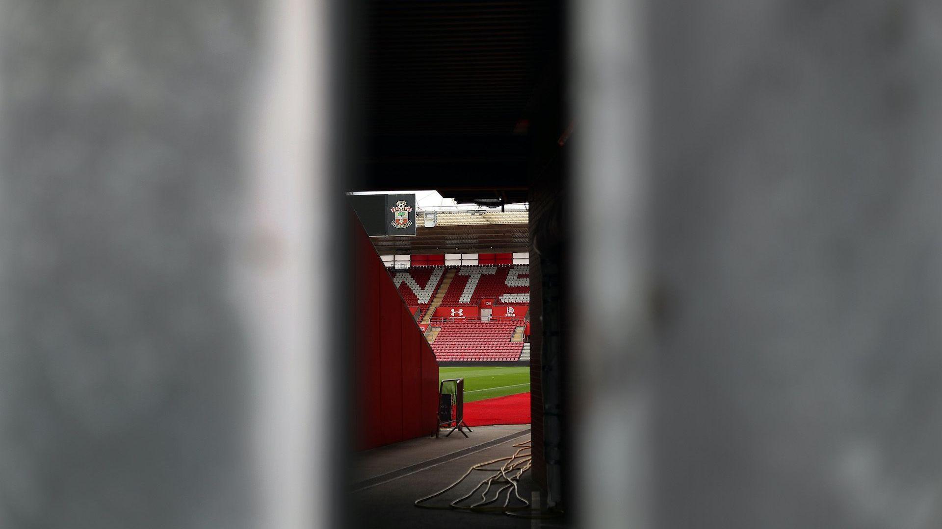 Мачове без публика - единствената алтернатива за футбол в Англия
