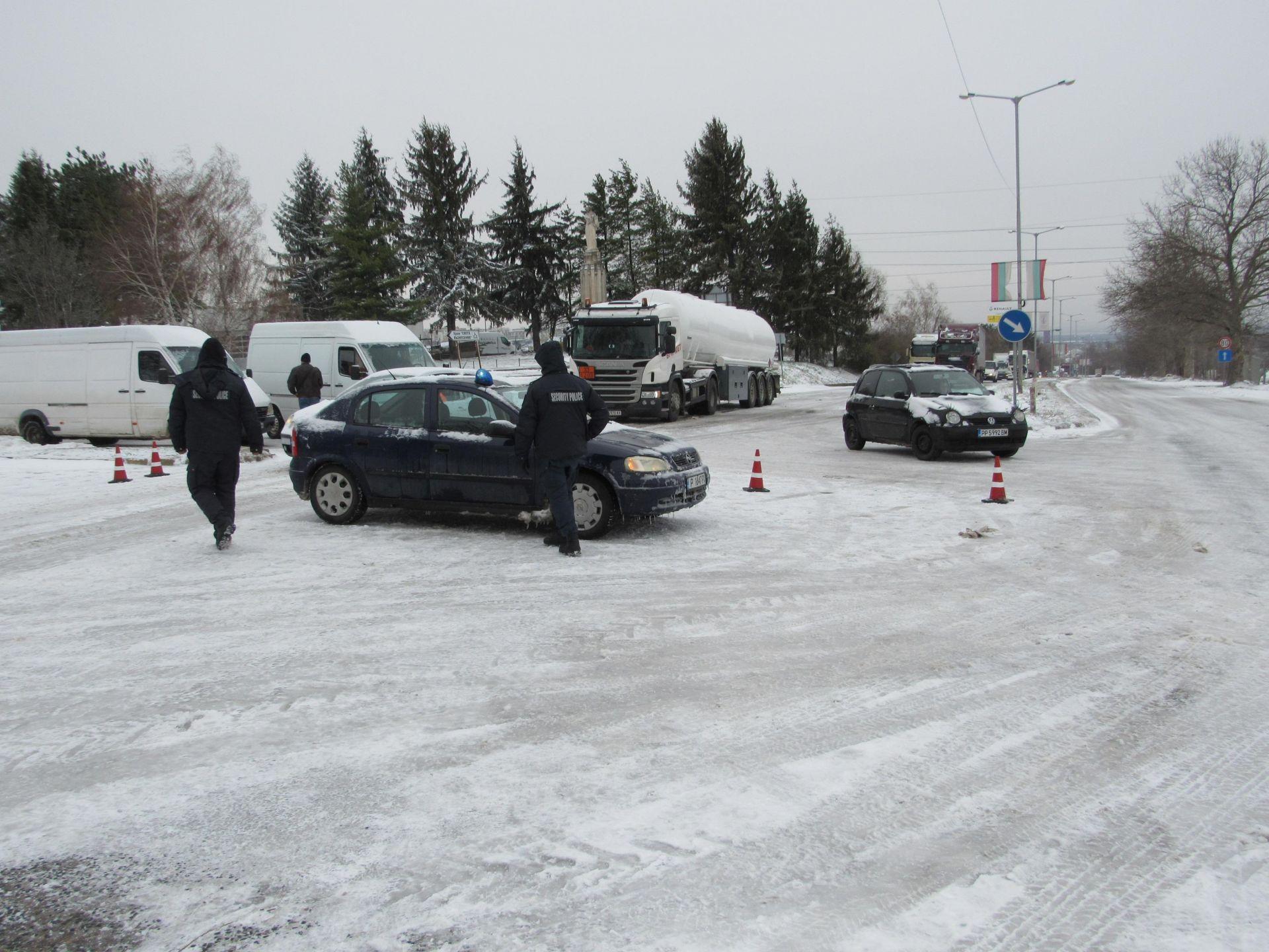 Закъсали камиони затвориха Русе-Бяла и Русе-Разград