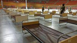 """Военни превърнаха зала """"Колодрума"""" в полева болница (снимки)"""