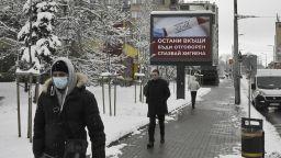Билбордове призовават да си останем вкъщи