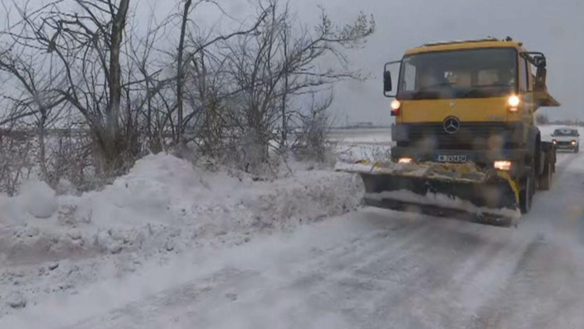 АПИ предупреди: Шофьорите да тръгват с коли, подготвени за зимни условия